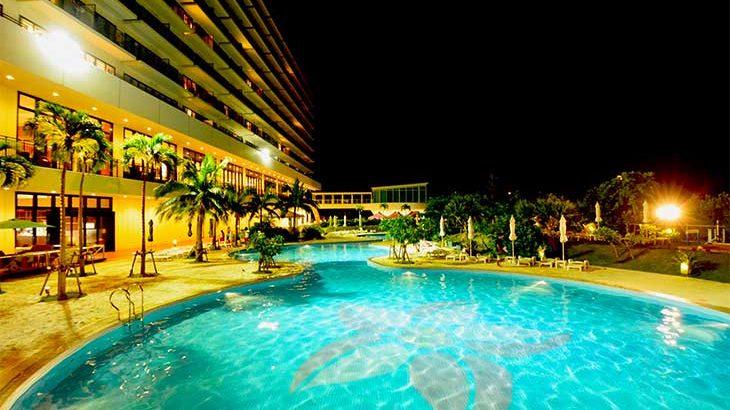 サザンビーチホテルのナイトプール@レンタカーも借りずに沖縄でのんびり家族旅行